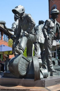 BARROW-IN-FURNESS-40A--The-Spirit-of-Barrow-sculpture-by-Chris-Kelly