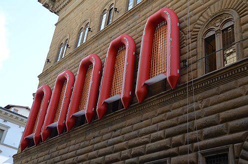 I-gommoni-di-Ai-Weiwei-a-Firenze-2