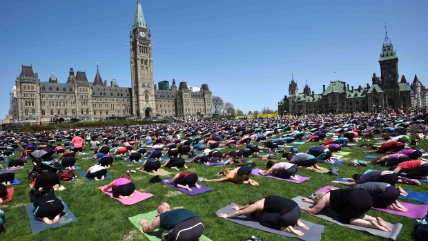 parliament-hill-yoga-20150506